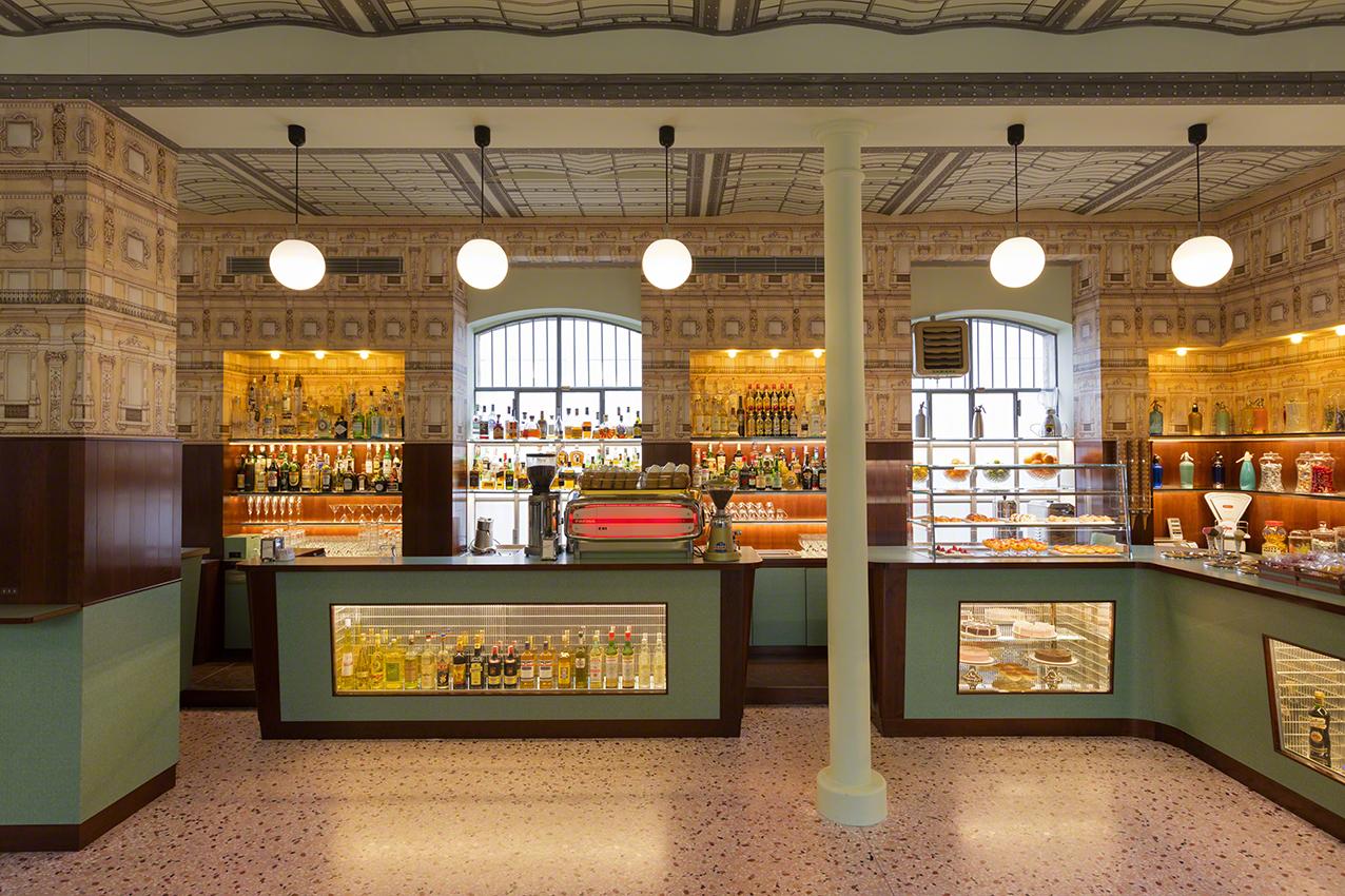 Bar luce fondazione prada for Arredamento bar milano